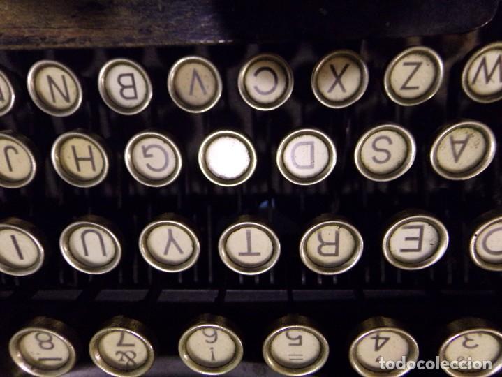 Antigüedades: maquina de escribir portatil con su maleta de madera underwood - Foto 16 - 262692660