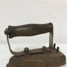 Antigüedades: PEQUEÑA Y ANTIGUA PLANCHA MADE SS. Lote 262757270