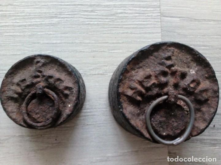 Antigüedades: Antiguas pesas de balanza en hierro - Foto 3 - 262774685