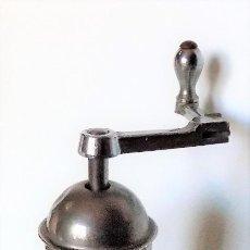 Antigüedades: MOLINILLO DE CAFÉ MARCA PE. DE. MODELO 461. ALEMANIA. CA. 1920/1955. Lote 262854340