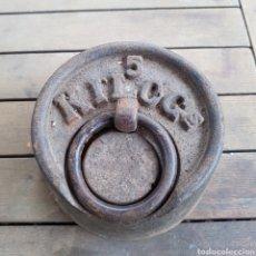 Antigüedades: PESO DE 5 KILOS. Lote 262859315