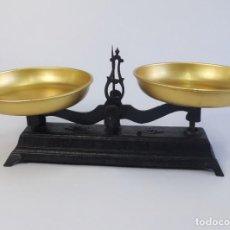 Antigüedades: ANTIGUA DECORATIVA BALANZA DE HIERRO FORJADO. 58 CM.. Lote 263129005