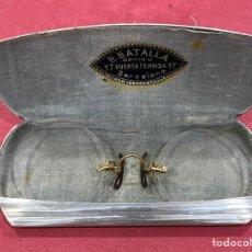 Antigüedades: ANTIGUAS GAFAS, IMPERTINENTES, EN ORO DE 14K, EN SU FUNDA ORIGINAL. Lote 263144990
