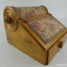 Antiquités: ANTIGUA RODILLO DE ENCAJE DE BOLILLOS. Lote 263264935