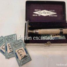 Antigüedades: GILLETTE. ANTIGUA MAQUINILLA EN CAJA ORIGINAL CON ALGUNAS CUCHILLAS. VER FOTOS. Lote 263539580