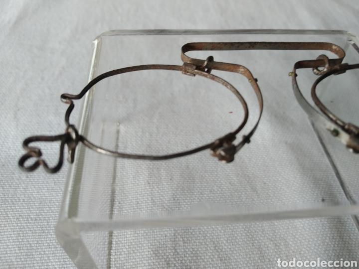 Antigüedades: ANTIGUA MONTURA DE GAFAS SISTEMA SIN PATILLAS - Foto 5 - 263565275