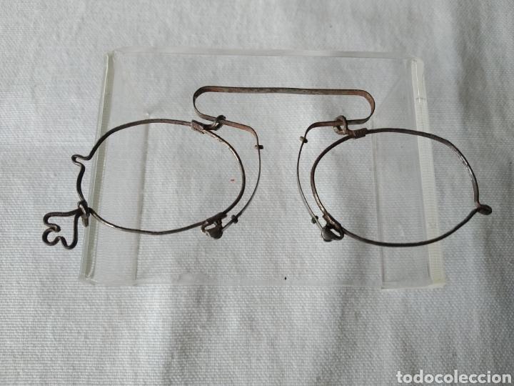 ANTIGUA MONTURA DE GAFAS SISTEMA SIN PATILLAS (Antigüedades - Técnicas - Instrumentos Ópticos - Gafas Antiguas)
