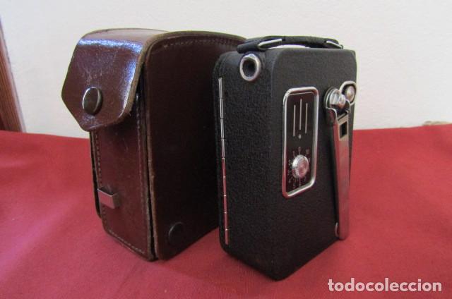Antigüedades: Antigua Cámara filmadora de cine alemana marca Agfa modelo Movex 8 año 1938 con su estuche original - Foto 2 - 263743065
