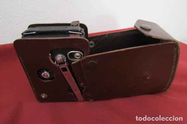 Antigüedades: Antigua Cámara filmadora de cine alemana marca Agfa modelo Movex 8 año 1938 con su estuche original - Foto 10 - 263743065