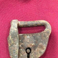 Antiquités: ANTIGUO CANDADO DE HIERRO SIN LLAVE - MEDIDA TOTAL 8X7 CM. Lote 263913945