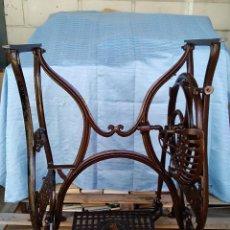Antigüedades: PATAS DE MAQUINA DE COSER ANTIGUA MARCA NEW ORLEANS. Lote 263042055