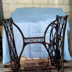 Antigüedades: PATAS DE MAQUINA DE COSER ANTIGUA MARCA SINGER. Lote 263074625