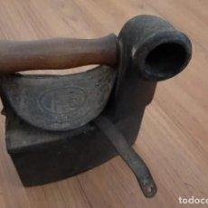 Antigüedades: PLANCHA DE CARBÓN CON CASTILLO GRABADO. Lote 264283228