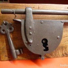 Antigüedades: CANDADO GRANDE DE FORJA FUNCIONANDO. Lote 264305024