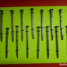 Antigüedades: LOTE DE 15 CLAVOS DE FORJA MUY ANTIGUOS. Lote 264492769