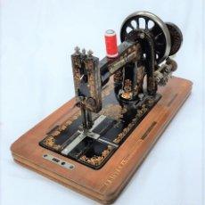 Antigüedades: MAQUINA DE COSER FRISTER & ROSSMANN - SERIE 983963 BERLIN (ALEMANIA) - VER VÍDEO. Lote 264523114