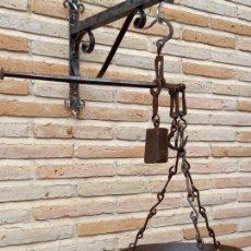 Antigüedades: ROMANA ESPAÑOLA ANTIGUA DE PLATO EN HIERRO FORJADO - 3 GANCHOS -. Lote 264785604