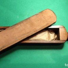 Antigüedades: PIEDRA AFILAR CUTICULA EN CAJA CON SUAVIZADOR , TODO EN UNO. NAVAJA DE AFEITAR, SHARPEN STONE. Lote 265133729