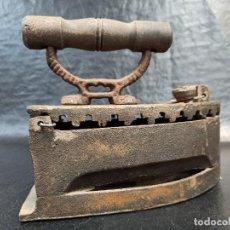 Antigüedades: ANTIGUA Y DECORATIVA PLANCHA. CG2. Lote 265442054