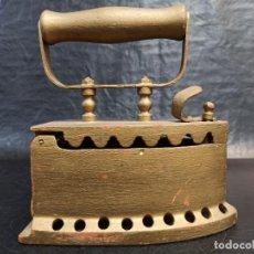 Antigüedades: ANTIGUA Y DECORATIVA PLANCHA DE CARBÓN. CG2. Lote 265443529