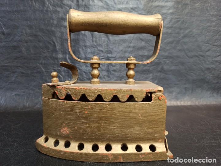 Antigüedades: Antigua y decorativa plancha de carbón. CG2 - Foto 2 - 265443529