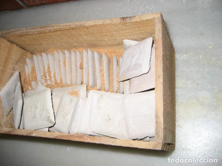 Antigüedades: caja con unas 50 tizas jaboncillos para marcar sastre modista, carpintero - Foto 4 - 265476644