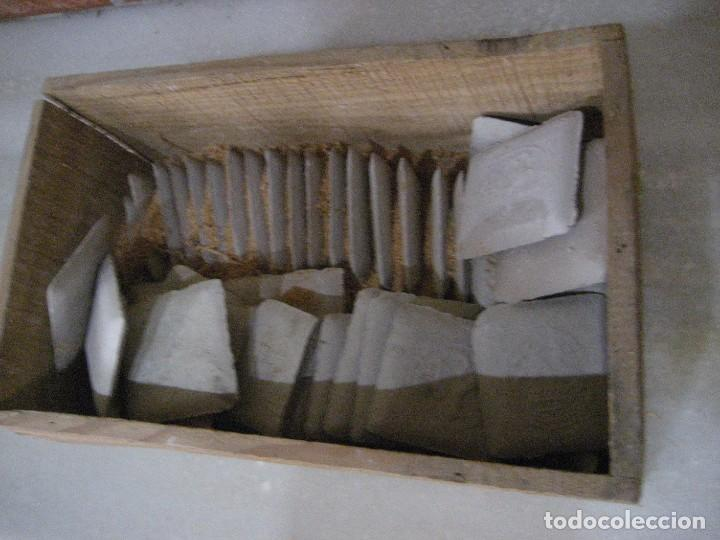 Antigüedades: caja con unas 50 tizas jaboncillos para marcar sastre modista, carpintero - Foto 5 - 265476644