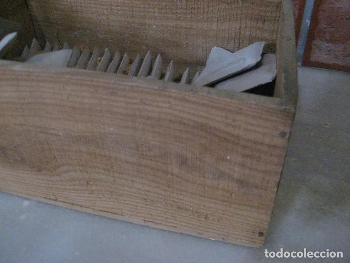 Antigüedades: caja con unas 50 tizas jaboncillos para marcar sastre modista, carpintero - Foto 6 - 265476644