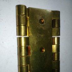 Antigüedades: BISAGRA BIOMBO LATON PULIDO / 60X30 MM / DISPONIBLES / 5 AH53. Lote 265497274