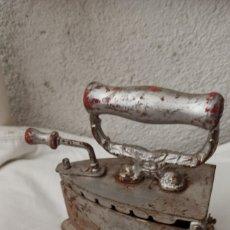 Antiguidades: PLANCHA CARBÓN COLOR PLATEADO. Lote 265526794