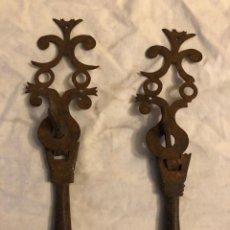 Antiquités: PAREJA DE LLAMADORES DE FORJA. Lote 265684144