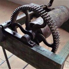 Antigüedades: MAQUINA ANTIGUA PARA RECOGER CUERDA. Lote 265836909