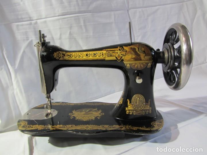 Antigüedades: Antigua máquina de coser Singer, base en forma de violín, muy buen estado - Foto 2 - 265842834