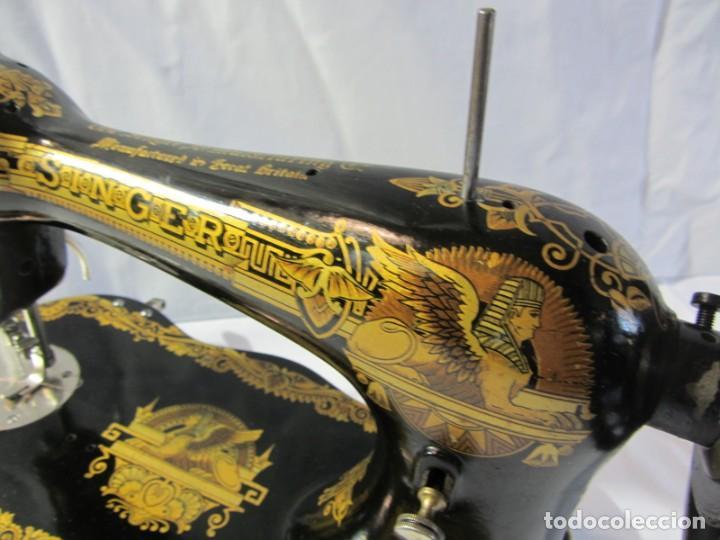 Antigüedades: Antigua máquina de coser Singer, base en forma de violín, muy buen estado - Foto 3 - 265842834