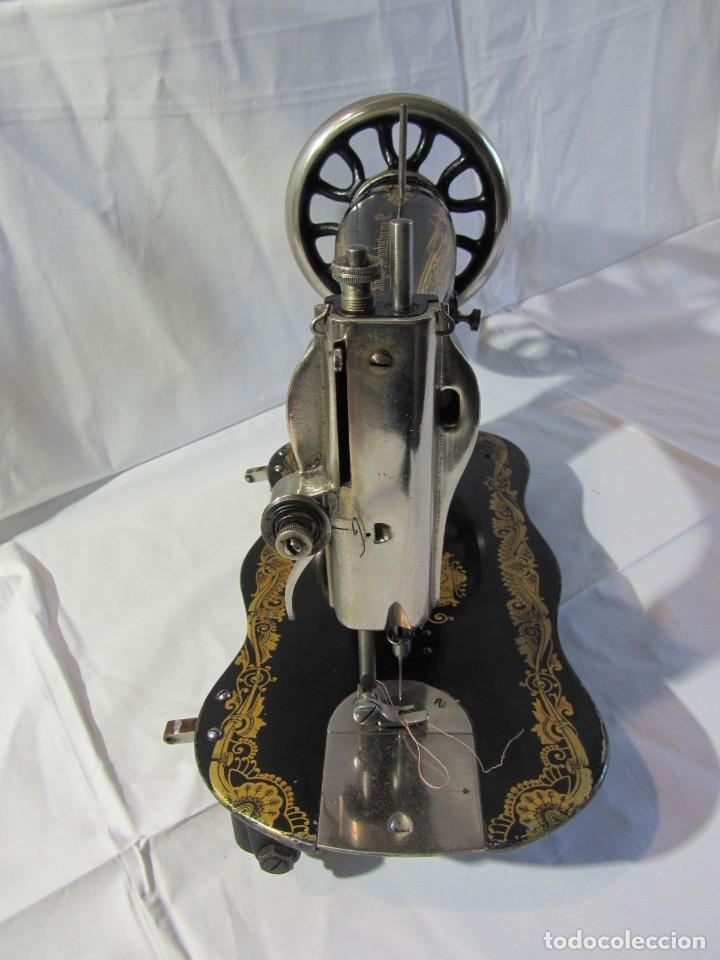 Antigüedades: Antigua máquina de coser Singer, base en forma de violín, muy buen estado - Foto 16 - 265842834