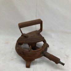 Antiquités: ANTIGUO CALENTADOR DE GAS,CON PLANCHA HIERRO. Lote 266109713