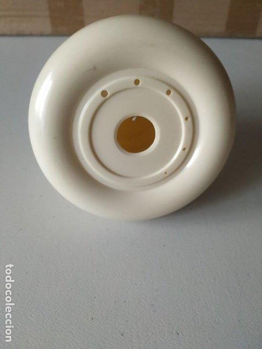 Antigüedades: Porta lanas, soporte, recipiente para ovillos. Baquelita. P.p.p. Medidor agujas en la base. Años 50 - Foto 3 - 266378868