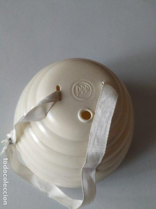 Antigüedades: Porta lanas, soporte, recipiente para ovillos. Baquelita. P.p.p. Medidor agujas en la base. Años 50 - Foto 5 - 266378868