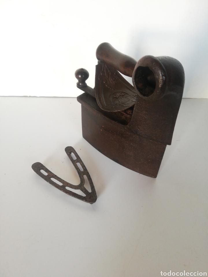 Antigüedades: Plancha antigua con base - Foto 3 - 266476333