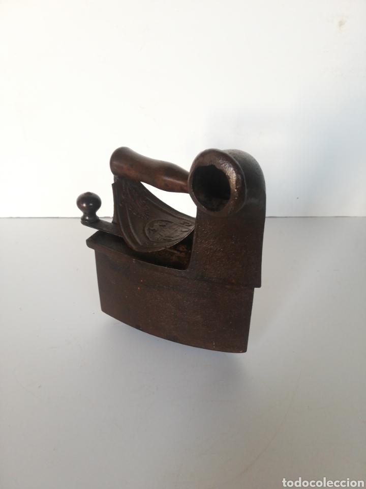 PLANCHA ANTIGUA CON BASE (Antigüedades - Técnicas - Planchas Antiguas - Hierro)