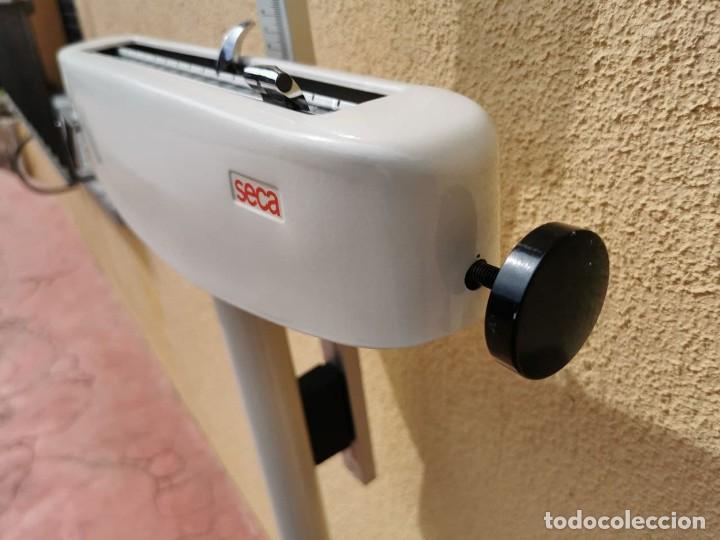 Antigüedades: Báscula marca SECA de uso médico o farmacéutico con peso y altura, funciona perfectamente - Foto 9 - 266549453