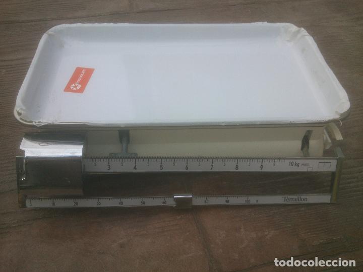Antigüedades: Antiguo peso balanza Terraillon pesa bebes. - Foto 2 - 266654618