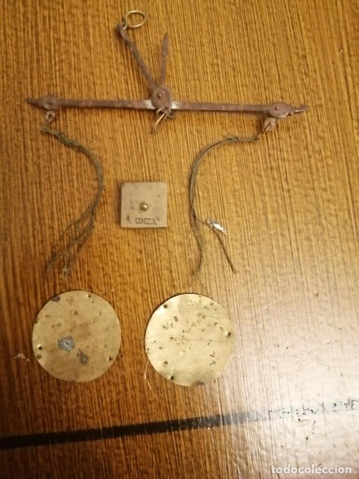 Antigüedades: ROMANA PEQUEÑA CON CAJA ORIGINAL, SOLO CON LA PESA DE ONZA, MIDE: 14 X 7 X 2,50 C.M. VER FOTOS - Foto 2 - 266714178