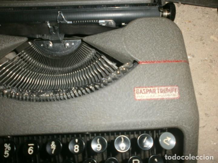 Antigüedades: Máquina de escribir portatil hermes baby con maletin hierro buen estado marca sello Gaspar Trenet - Foto 2 - 266796924