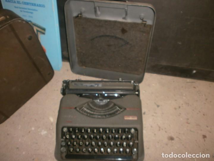 Antigüedades: Máquina de escribir portatil hermes baby con maletin hierro buen estado marca sello Gaspar Trenet - Foto 4 - 266796924