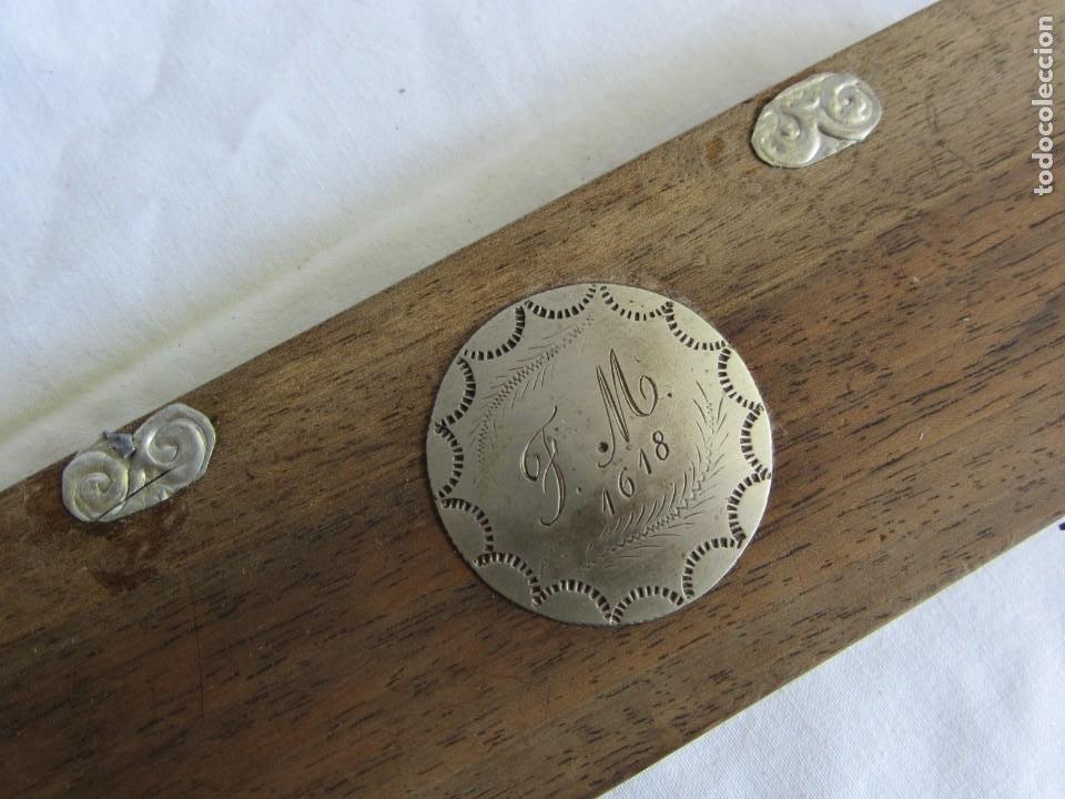 Antigüedades: Antigua balanza francesa en caja de madera con pesos y tabla de conversiones - Foto 4 - 267196104