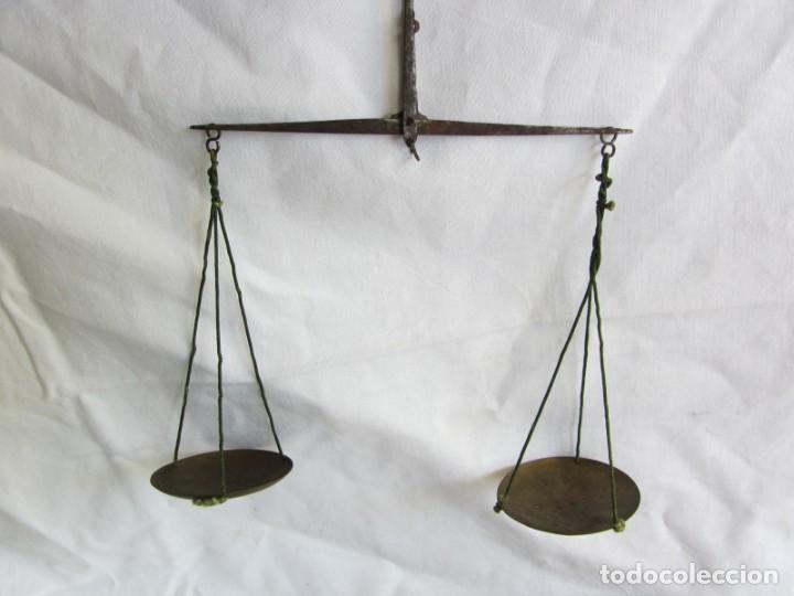 Antigüedades: Antigua balanza francesa en caja de madera con pesos y tabla de conversiones - Foto 10 - 267196104