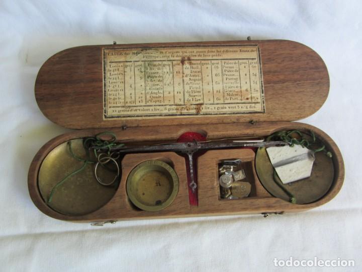 Antigüedades: Antigua balanza francesa en caja de madera con pesos y tabla de conversiones - Foto 18 - 267196104