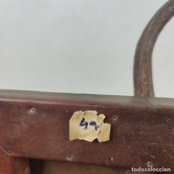 Antigüedades: Antiguo maletín de médico en cuero y madera. Contiene cajón inferior con apartados. Siglo XIX. - Foto 6 - 267337359