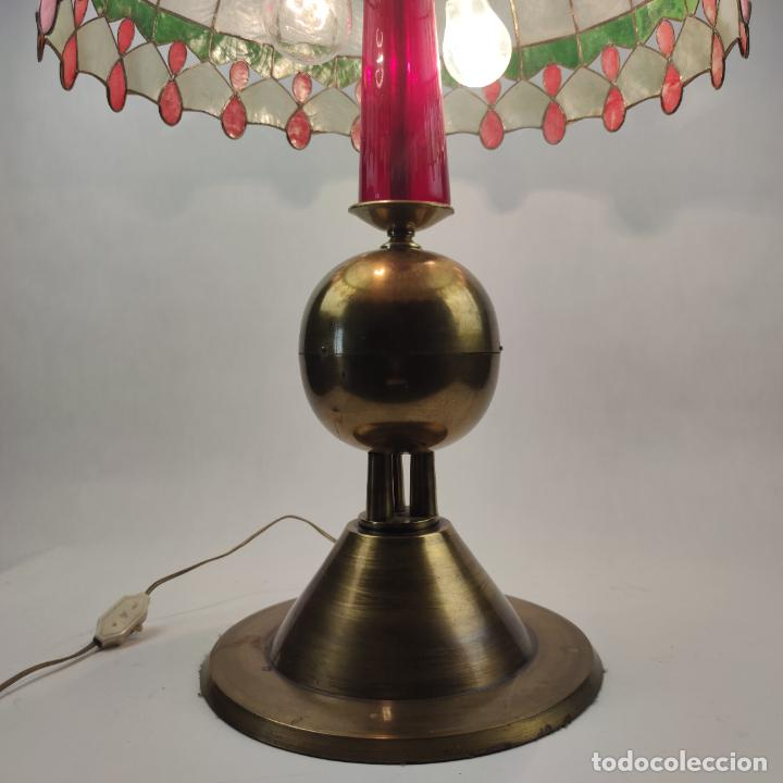 Antigüedades: Bella lámpara de mesa o despacho en bronce. Tulipa de nácar. Funcionando. Doble bombilla. - Foto 3 - 267341739